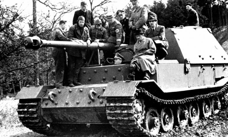 САУ «Фердинанд» во время ходовых испытаний. 1943 г.