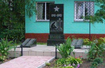 с. Киселевка Черниговского р-на. Памятник погибшим односельчанам.
