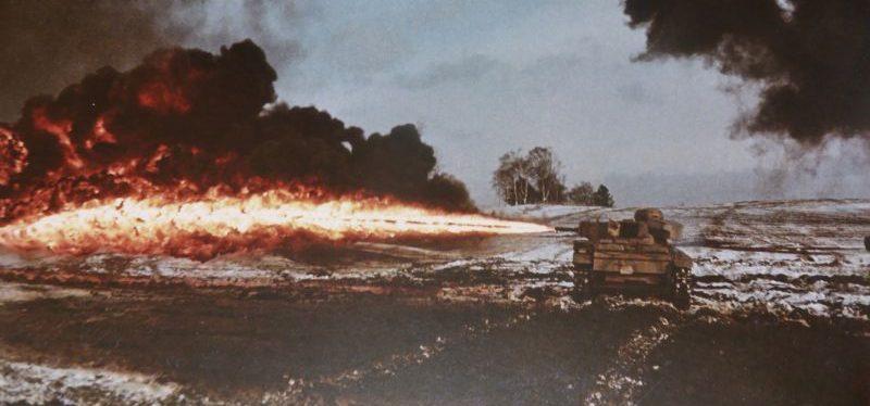 Огнеметный танк Flammpanzer III на полигоне. 1943 г.