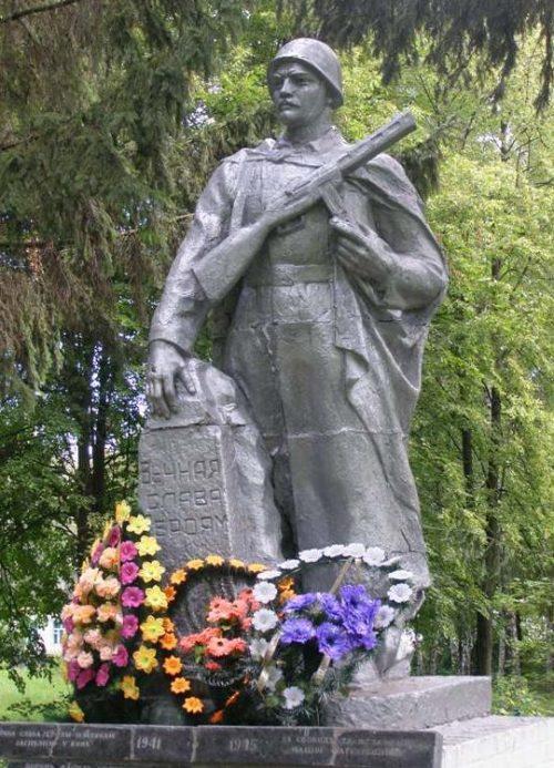 с. Ясная Зирка Носовского р-на. Памятник погибшим односельчанам.