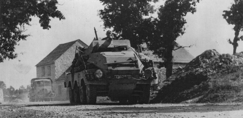 Бронеавтомобиль Sd.Kfz. 233 на побережье Адриатического моря. 1943 г.