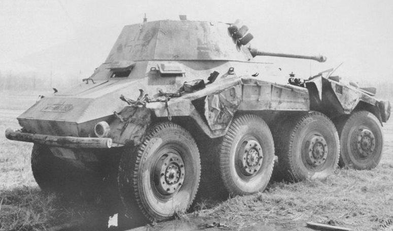 Подбитый тяжёлый бронеавтомобиль «Пума». 1943 г.