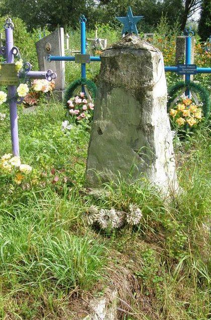 с. Колычовка Черниговского р-на. Братская могила неизвестных воинов, погибших в боях за село.