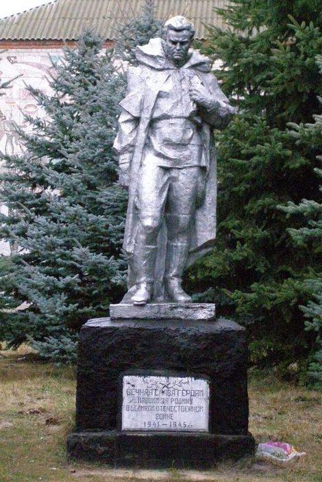 с. Кувечичи Черниговского р-на. Памятник знак воинам - освободителям села.