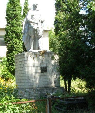 с.Дмитровка (с. Жовтневое) Прилуцкого р-на. Братская могила воинов, погибших при освобождении села.