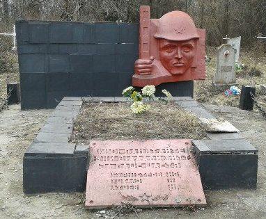 с. Знаменка Прилуцкого р-на. Памятник, установленный на братской могиле, в которой похоронено 5 советских воинов, погибших при освобождении села в сентябре 1943 года.