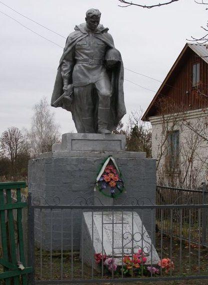 с. Ладинка Черниговского р-на. Братская могила воинов, погибших при освобождении села.
