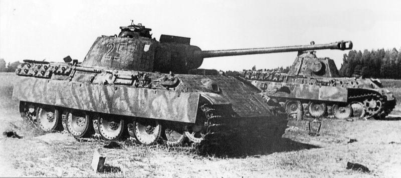 Танки «Пантера» Pz.Kpfw. V Ausf. G, подбитые советскими войсками в Восточной Пруссии. Август 1944 г.