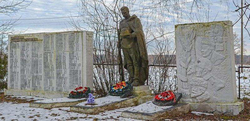 с. Левковичи Черниговского р-на. Памятник у братских могил, в которых похоронено 7 советских воинов, среди которых Герой Советского Союза - Магомет-Мирзоев Ховаджы. Здесь же увековечены имена погибших односельчан.