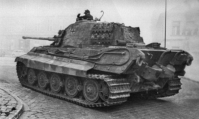 Танк Pz.Kpfw. VI Ausf. B «Тигр II» в Будапеште. Октябрь 1944 г.