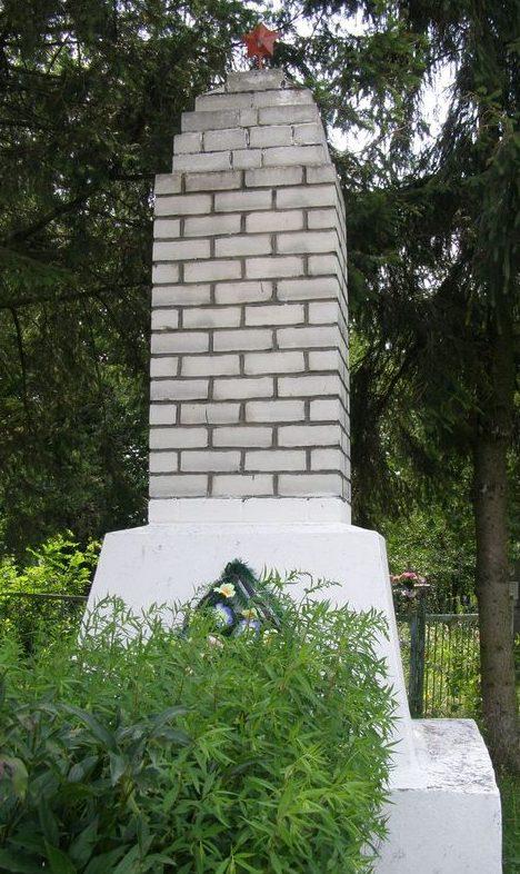 с. Льгов Черниговского р-на. Братская могила воинов, павших при освобождении села.
