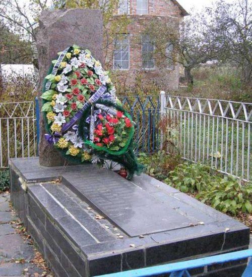 с. Масаны Черниговского р-на. Братская могила мирных жителей, погибших в годы войны.