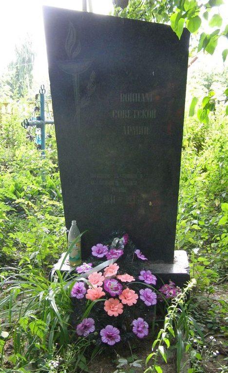 п. Михайло-Коцюбинское Черниговского р-на. Братская могила 2 неизвестных воинов, погибших в годы войны.