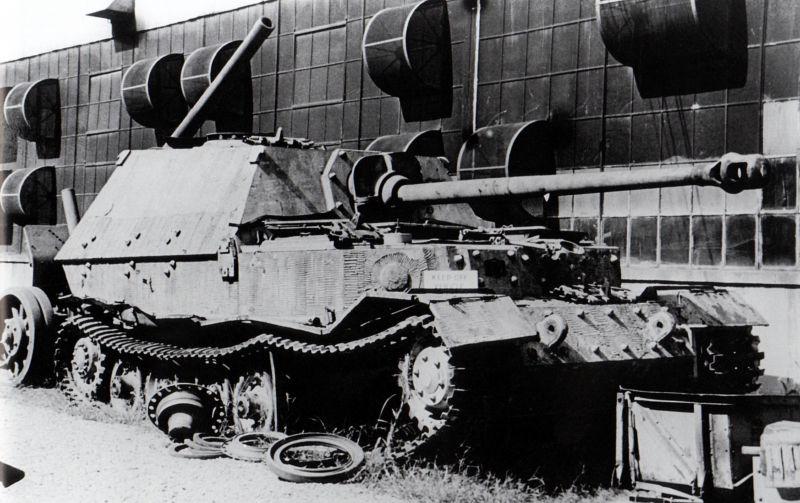 САУ «Фердинанд» в пункте сбора техники. 1944 г.