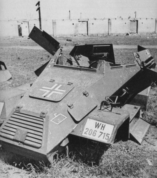 Штабной бронеавтомобиль Sd.Kfz.247 Ausf.A, разбитый у Днепропетровска. 1944 г.