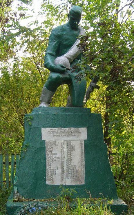 с. Моргуличи Черниговского р-на. Братская могила 6 неизвестных воинов и памятный знак погибшим односельчанам.