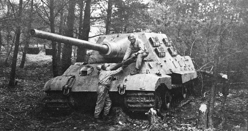 Тяжелый истребитель танков «Ягдтигр». Март 1945 г.