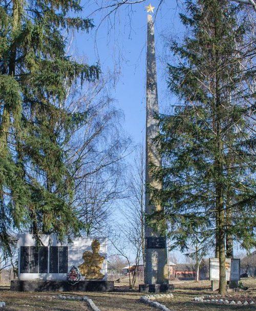 с. Мохнатин Черниговского р-на. Памятник 149 погибшим односельчанам, установленный в 1973 году.