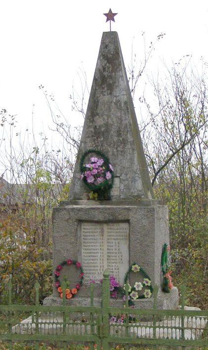 с. Новый Белоус Черниговского р-на. Братская могила погибших мирных жителей.