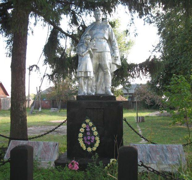 с. Гвоздиковка Сновского р-на. Братская могила погибших воинов и памятный знак односельчанам.