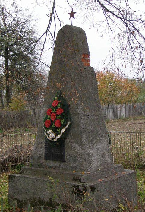 с. Новый Белоус Черниговского р-на. Братская могила мирных жителей, погибших в годы войны.