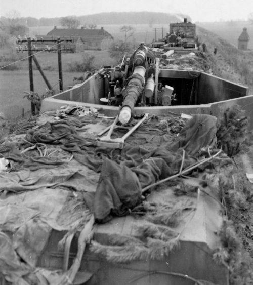 Бронепоезд, захваченный американскими войсками. 1945 г.
