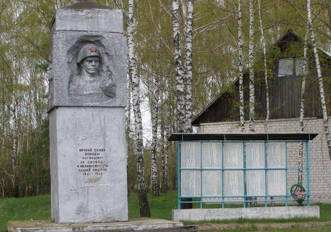 с. Жоведь Сновского р-на. Памятный знак погибшим односельчанам, установленный в 1975 году.