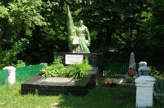 с. Пески Черниговского р-на. Памятник, установленный в 1957 году на братской могиле, в которой похоронено 17 воинов, погибших при освобождении сел Пески и Подгорное.