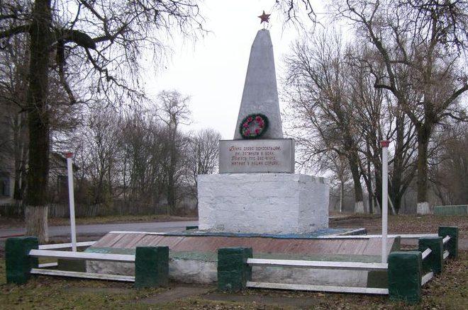 с. Плёхов Черниговского р-на. Памятник погибшим односельчанам, установленный в 1967 году.