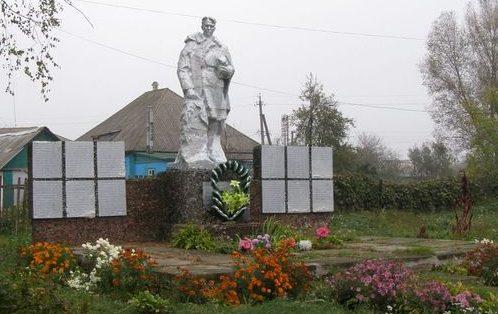 с. Сухополова Прилуцкого р-на. Братская могила воинов, погибших в боях за село и памятный знак погибшим односельчанам.