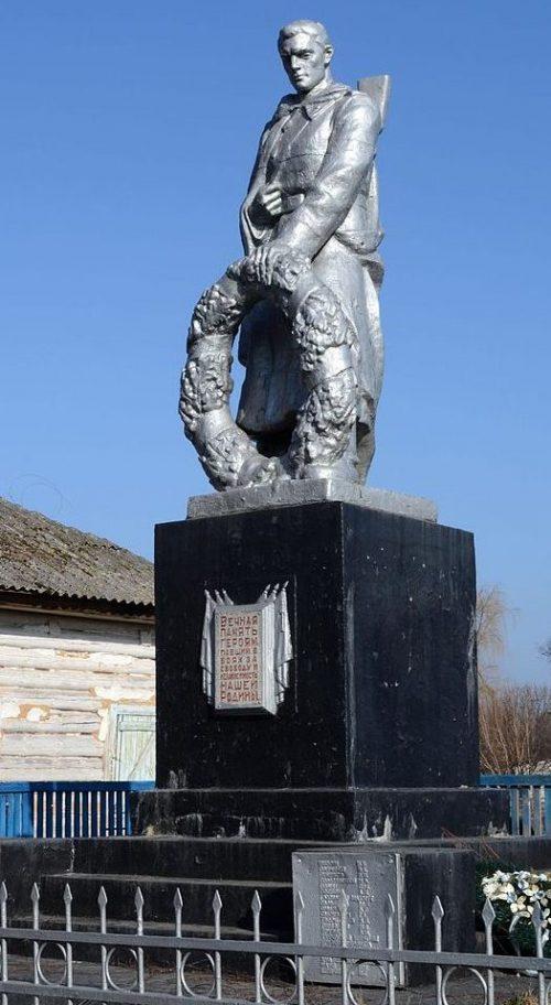 с. Полуботки Черниговского р-на. Памятник, установленный в 1967 году на братской могиле воинов, погибших при освобождении села в сентябре 1943 году.