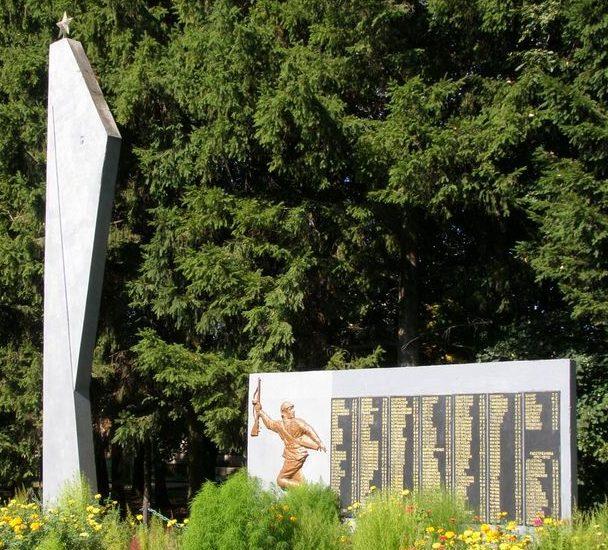 с. Низковка Сновского р-на. Памятник погибшим односельчанам.