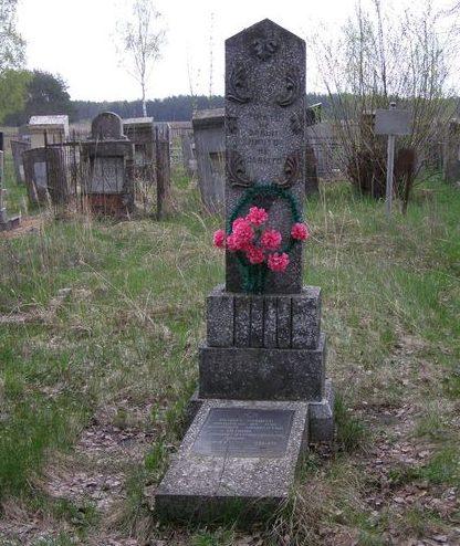 г. Сновск (Щорск). Братская могила на еврейском кладбище 141 мирного жителя, казненного немцами в 1941 году.