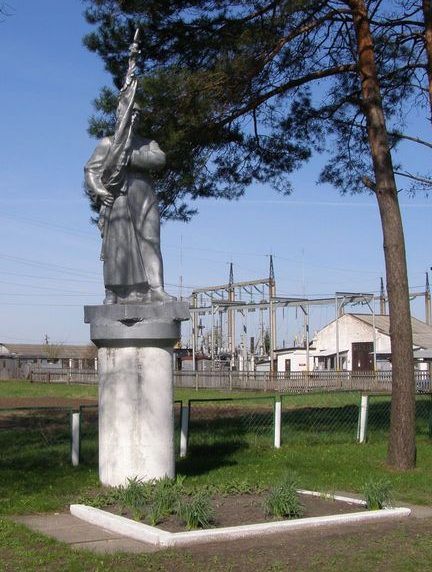 г. Сновск (г. Щорск). Памятник воинам-освободителям.