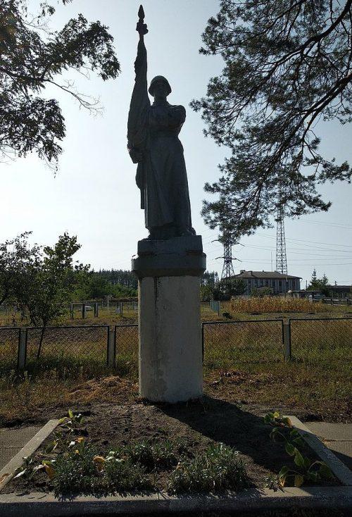 г. Сновск (г. Щорск). Памятник на территории метеостанции, установленный в честь погибших в годы войны.