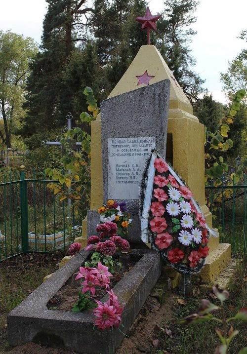 с. Хмельница Черниговского р-на. Братская могила воинов, погибших при освобождении села.