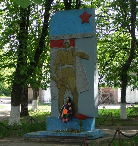 с. Хмельница Черниговского р-на. Памятный знак погибшим односельчанам.