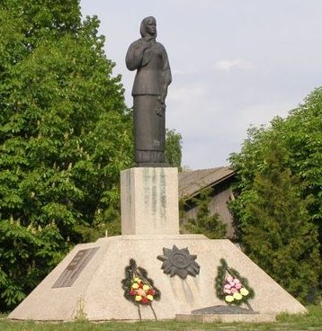 с. Хмельница Черниговского р-на. Памятник погибшим воинам - жителям Хмельницкого сельсовета.