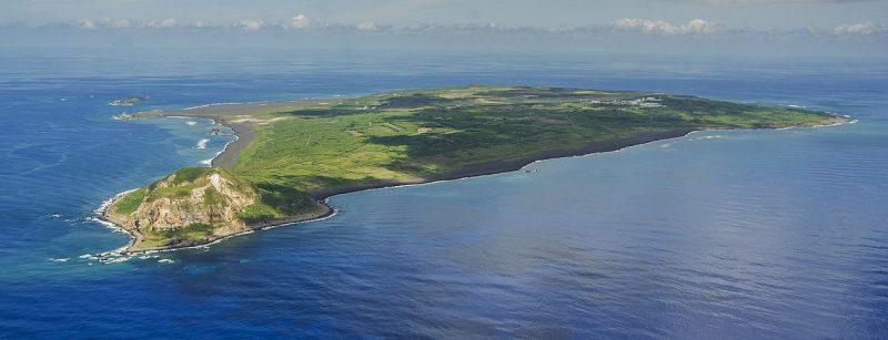 Остров Иводзима с высоты.