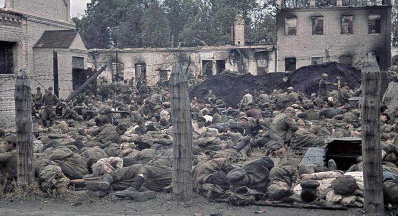 Лагерь советских военнопленных, 1941 год.