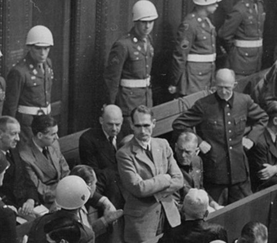 Гесс на Нюрнбергском процессе. 1946 г.