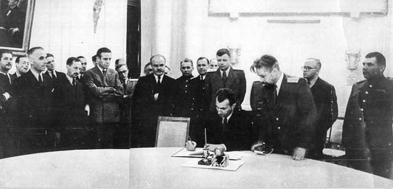 Подписание Соглашения о перемирии с Румынией в Доме приемов НКИД. 12 сентября 1944 г.