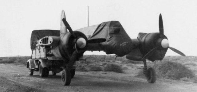 Транспортировка прототипа штурмовика Хеншель Hs.129 со снятыми крыльями. 1939 г.