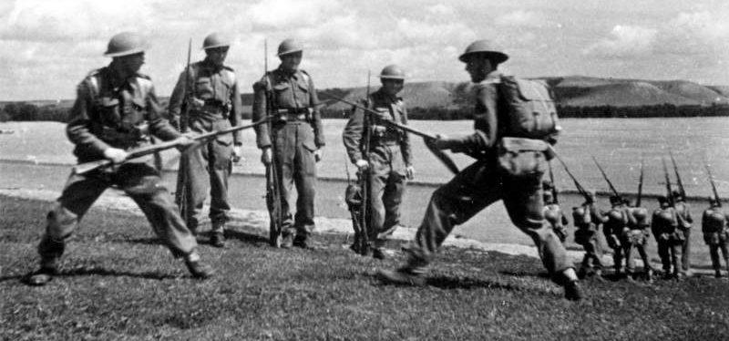 Обучение штыковому бою. Июль 1942 г.