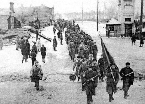 Красная Армия в городе.