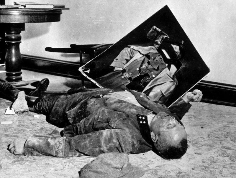 Генерал Волькстурм, последний из защитников Лейпцига, предпочел самоубийство сдаче в плен.