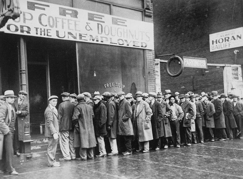 Очередь за бесплатным супом для безработных.