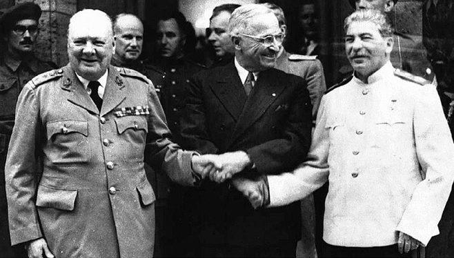 У. Черчилль, Г. Трумэн, И. В. Сталин на Потсдамской конференции.