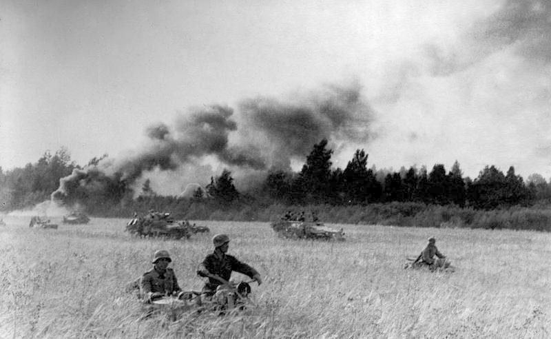 Солдаты дивизии «Великая Германия» во время контрудара в Прибалтике.