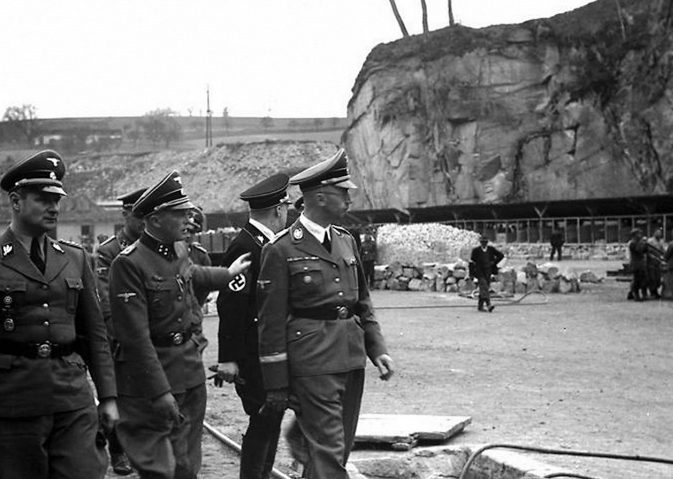 Гиммлер на каменоломне в лагере Маутхаузен.